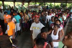 Comedores Económicos entrega alimentos a varias familias en Santo Domingo Norte