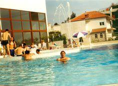 Hotel Horizont, v bazénu před hotelem, někdy v květnu ...2000. Moje stránky: jhrdy.webgarden.cz. Informace, aktuality, fotky, videa, rady, tipy... #JiříHrdý #Croatia #Kroatien #Chorvatsko #Adria #Jadran #cestování #bungalovyUranija