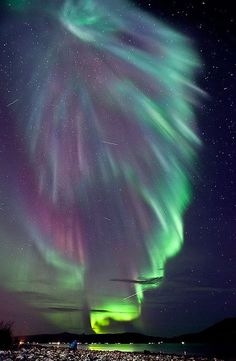 Superb Aurora and story on 'What makes an Aurora Happen'