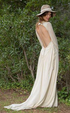 Vestido de Novia vaporoso en crep de seda natural. Backless, Victoria, Natural, Dresses, Fashion, Brides, Wedding Dresses, Silk, Vestidos