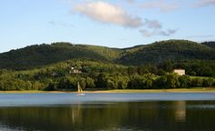 Lac de Saint Ferréol (Haute-Garonne) - Par CRT Midi-Pyrénées / Patrice THEBAULT #TourismeMidiPy #MidiPyrenees #France #paysages #landscape #lake #lac