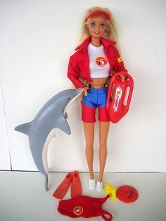 I found some times this week to clean some of my dolls and wash their hair. I even managed to gather all Baywatch Barbie accessories Barbie 80s, Barbie World, Vintage Barbie, Barbie Stuff, 90s Childhood, My Childhood Memories, Sweet Memories, Baywatch, Ever After High