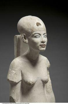 Figura de Nefertiti. Limestone with mounting, New Kingdom, 18th dynasty, Amarna, Egypt 1351 –1334 BC Donation James Simon © Staatliche Museen zu Berlin. Sandra Steiß