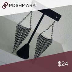 Glamorous dangle gem earrings NWOT Black gu,nmetal and Rhine stone (TL) Jewelry Earrings