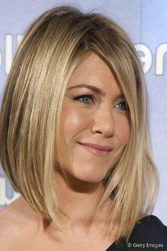 """Révolution capillaire ! En 2011, Jennifer Aniston abandonne sa coupe """"Rachel"""" pour un carré plongeant."""