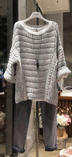 - Tricot et crochet Sweater Knitting Patterns, Easy Knitting, Knitting Stitches, Knitting Designs, Knitting Sweaters, Crochet Dress Outfits, Knit Dress, Knitwear, Knit Crochet
