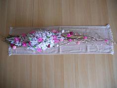 Dekorace na stůl z krepového papíru