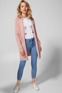 Cardigan Rosa, Pink Cardigan, Jeans And Sneakers, Weekend Outfit, Fashion Sewing, Cute Tops, Duster Coat, Fashion Outfits, Women's Fashion