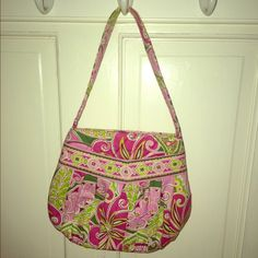 Summer Vera! Adorable summer Vera perfect for any occasion! Never used great condition!! Phenomenal deal!! Vera Bradley Bags