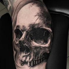 Realistic skull!!! Done at the @alexdepasestoresvenezia ,sponsored by @stencilforte @dermalizepro _ _ _ _ @intenzetattooink…