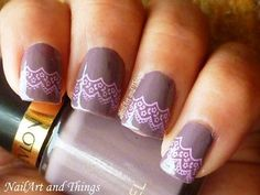 Lace nail art for short nails | AmazingNailArt.org
