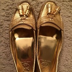 Tory Burch Lawrence Metallic Tumbled shoe. Size 6.5. Worn only 2x. Excellent condition and VERY comfortable! Make me an offer! I love to make it work when someone loves an item of mine:) Tory Burch Shoes Flats & Loafers
