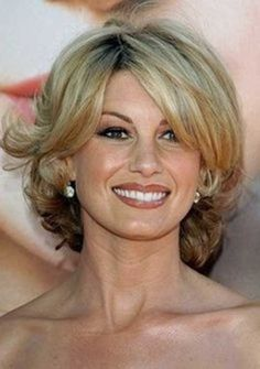 Over 40 Hairstyles with Bangs - Bing Images Medium Hair Styles For Women, Medium Short Hair, Medium Hair Cuts, Short Hair Cuts, Short Pixie, Short Wavy, Pixie Cuts, Short Curls, Short Bangs
