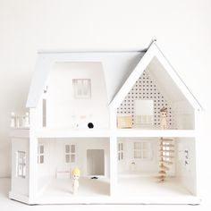 47 Entertaining DIY Dollhouse Projects Your Children Will Love - Page 2 of 2 Modern Dollhouse, Diy Dollhouse, Dollhouse Furniture, Black And White Interior, Miniature Houses, Little Houses, Play Houses, Doll Houses, Diy For Kids