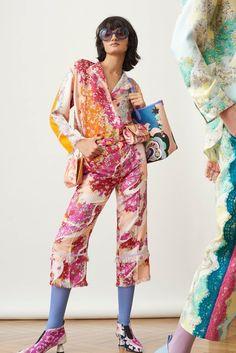 The complete Emilio Pucci Pre-Fall 2018 fashion show now on Vogue Runway. Autumn Fashion 2018, Fashion Week, Spring Fashion, Fashion Looks, Women's Fashion, Fashion Ideas, Fashion Tips, Emilio Pucci, Italian Fashion Designers