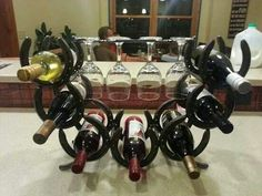 Horseshoe Wine rack tiene 7 botellas y cuatro vasos Horseshoe Projects, Horseshoe Crafts, Horseshoe Art, Metal Projects, Metal Crafts, Art Projects, Project Ideas, Horseshoe Ideas, Welding Crafts
