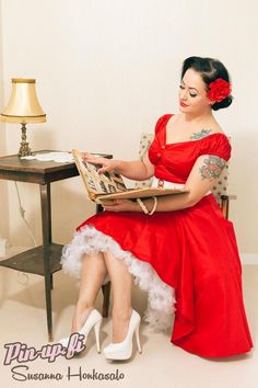 Photo by Susanna Honkasalo. Dress: Muotiputiikki Helmi.  Pin-up - pin up - red dress - tattoos
