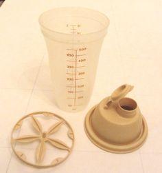 Vintage Tupperware QUICK SHAKE 2 Cup Salad Dressing Marinator Mixer Container