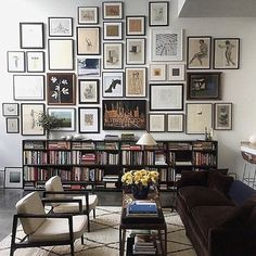 Can't get this gallery wall (or space) out of my head! #saturdaynight #inspiration #gallerywall #wallart #interiors #decorate #interiorstyling #personalstyle Image via @formanpictureframing