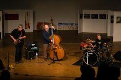 Martin Speicher (Saxophone, Klarinetten), Georg Wolf (Kontrabass), Lou Grassi (Schlagzeug) - Fotograf Kassel http://blog.ks-fotografie.net/konzertfotografie/drummer-lou-grassi-live-konzertfotografie/