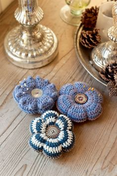 Leftover yarn crocheted pincushions, so adorable. Use antique buttons to dress them up. Crochet Pincushion, Pincushions, Crochet Books, Crochet Yarn, Guest Towels, Hand Towels, Crochet Hook Case, Tunisian Crochet, Book Crafts