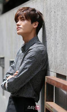 Park Hyung Sik Hwarang, Park Hyung Shik, Asian Actors, Korean Actors, Park Hyungsik Lockscreen, Korean Celebrities, Celebs, In The Air Tonight, Do Bong Soon