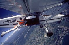 Patrick De Gayardon!  Dieu parmis les hommes volants!  Le seul homme au monde à avoir réussi à rerentrer dans l'avion duquel il venait de sauter. Et bien d'autre exploit à son actif!