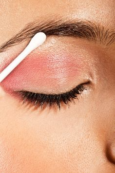Pin for Later: 18 Beauty-Tipps und Tricks, für die ihr nur Wattestäbchen braucht
