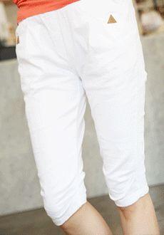Today's Hot Pick :时尚百搭小三角点缀休闲中裤 http://fashionstylep.com/SFSELFAA0012650/min3111cn/out lemite最新款式2014季度热销单品,经典百搭休闲长裤——修身的立体剪裁,拒绝紧绷的束缚,根据女性的腰胯比例,使得曲线更贴合,更立挺~经典的百搭配色,绝对是今春最亮眼最受追捧的颜色,口袋处的小三角形点缀,装饰了整体,让细节不在单调,无论逛街,度假,都能让你成为众人瞩目的焦点~ -休闲裤- -修身- -纯色- -小三角-