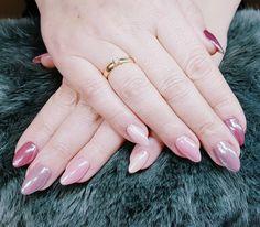 """0 Synes godt om, 1 kommentarer – Box of beauty (@boxofbeautydk) på Instagram: """"#glasseffect #pinknails"""" Round Shaped Nails, Beauty, Round Wire Nails, Beauty Illustration"""