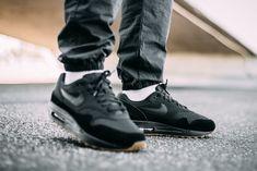 best sneakers 13eaa b4395 Nike Air Max 1   Black Gum Brown   Mens Trainers  AH8145-