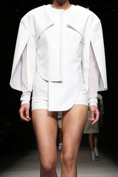 White outfit with sculptural silhouette, geometric lines & overlapping layers; fashion details // Kaal E. Suktae
