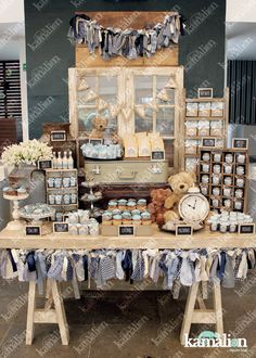 www.kamalion.com.mx - Mesa de Dulces / Candy Bar / Postres / Teddy / Azul / Blue / Rustic Decor / Dulces / Vintage / Madera / Lechero / Maletas / It's a boy / Vintage / Cupcakes / Macaroons / Bautizo.
