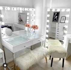 Vanity Sofia Espejo Grande - Imacril - New Ideas Beauty Room Decor, Makeup Room Decor, Bedroom Decor For Teen Girls, Room Ideas Bedroom, Bedroom Small, Cute Room Decor, Stylish Bedroom, Aesthetic Room Decor, Cozy Room