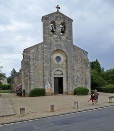Church in Germigny-des-Prés E_autorstwa Wouter Hagens - Praca własna. Licencja CC BY-SA 3.0 na podstawie Wikimedia Commons