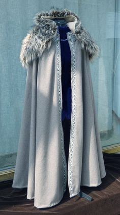 Medieval fantasy cloak made with wool and ribbon and fur capeline - on order - Medieval fantasy cape of woolen fabric for women, bordered with trim. The fur… Source by canvara_art - Costume Roi, Pretty Dresses, Beautiful Dresses, Fantasy Gowns, Fantasy Clothes, Medieval Clothing, Medieval Outfits, Medieval Fashion, Medieval Fantasy