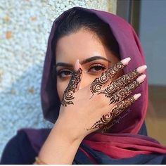Simple henna that can make your nails more pretty - Mehndi - - Henna Hand Designs, Eid Mehndi Designs, Mehndi Designs Finger, Arabic Henna Designs, Modern Mehndi Designs, Mehndi Designs For Fingers, Mehndi Design Photos, Bridal Henna Designs, Henna Tattoo Designs