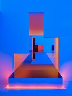 Designed by Miguel Angel Aragones, the Rombo IV residence exudes cinematic beauty, its modernist interiors lit up with neon bursts. Miguel Angel, Minimalist Home, Minimalist Design, Neon Lighting, Lighting Design, Cubist Sculpture, Interaktives Design, Interior Design, Cabinet D Architecture