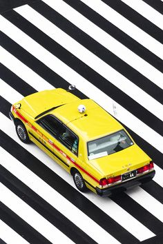 Yoshinori Mizutani captures rainy Tokyo in bold, graphic photographs – Creative… Rain Photography, Creative Photography, Amazing Photography, Artistic Photography, Cute Japanese, Japanese Cars, Geometric Series, Pedestrian Crossing, Wet Weather