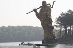 Bodhidharma Statue Large bodhidharma statue at Damo Lake. The legend of Damo endures.