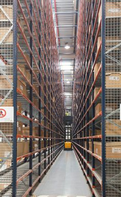 Success story sectored Schneider Electric warehouse in Spain | Case studies | www.mecalux.com