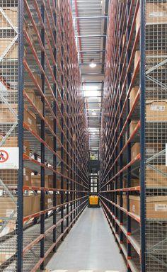 Sectorisation de l'entrepôt Schneider Electric en Espagne | Cas clients | www.mecalux.fr
