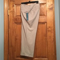 Selling this NWT Apt 9 Gray All-Season Capris Size 12 (Curvy) in my Poshmark closet! My username is: 15sunflower15. #shopmycloset #poshmark #fashion #shopping #style #forsale #Apt. 9 #Pants