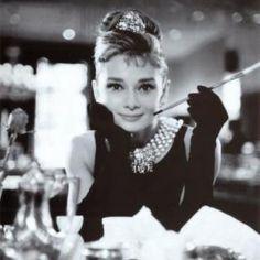 女の子は誰だってお姫様♡ティアラヘアアレンジで可愛いの魔法をかけて|マシマロ
