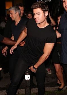 zacefronsbf: Zac Efron in Toronto (August 14th)