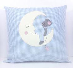 ♥ Diese Mäuschen Doodle Stickdatei besteht aus einem niedlichen Mäuschen auf dem Mond sitzend mit einem Sternchen am Bändchen baumelnd für den 18x30er Rahmen.  ♥ Es handelt sich hier um eine...