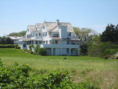 John Fitzgerald Kennedy's home Hyannis Port, Massachusetts Les Kennedy, Jacqueline Kennedy Onassis, John Kennedy, Kennedy Compound, Hyannis Port, American Mansions, Beav, Past Presidents, Destinations