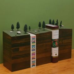 Diorama bookends? Yes, please.
