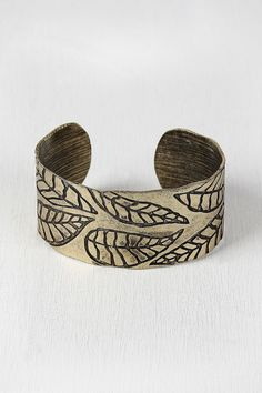 Leaves Print Vintage Metallic Bangle - Bronze Description This chic  bangle  feature an open-ended rounded metal band with an intricate etchings of leaves. Non-adjustable.  Measurement Measures approx. 1.25  W x 2  D. UNG63689BRN   http://p.nembol.com/p/N1S1AWbBax Published via Nembol app