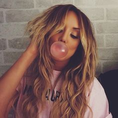WEBSTA @ charlottegshore - Mermaid waves......Make me blow pretty bubble gum bubbles Wearing my @easilockshair Miracle Makeover hair pieces ✨DREAMY✨ browse your shade at www.easilocks.com FIRST 200 COMMENTS WILL BE ENTERED INTO A PRIZE DRAW @easilockshair are giving away a free Hair Hero to 1 lucky winner ...